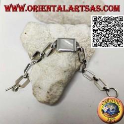 Bracciale in argento a catena ad anelli squadrati con madreperla rettangolare a filo bordo liscio