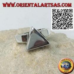 Anillo de plata lisa con prisma de base triangular