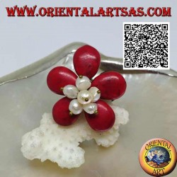 Bague ajustable en forme de fleur en pâte de corail et perles de nacre en laiton doré (macramé)