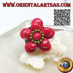 Anneau ajustable en cuir double fleur recouvert de pâte de corail et boules en laiton doré