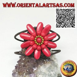 Adjustable rigid bracelet with large daisy in coral paste and golden coated brass balls (macramé)