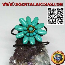 Adjustable rigid bracelet with large daisy in turquoise paste and gold-plated brass balls (macramé)