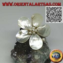 Bracelet jonc ajustable forme fleur en nacre avec pistils en laiton plaqué or (macramé)
