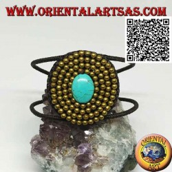 Adjustable rigid bracelet with oval turquoise paste surrounded by balls in gold-plated brass (macramé)
