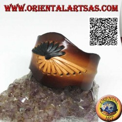 Adjustable rigid bracelet with two-color embossed leather