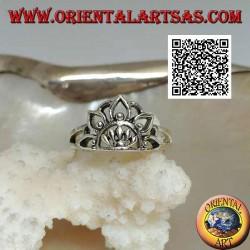 Anello in argento fior di loto con mezzo sole al centro (simbolo di purezza e rinascita)