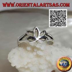 Bague en argent lisse, la petite fleur de lotus ajourée (symbole de pureté)