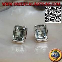 Orecchini in argento da lobo con acquamarina naturale rettangolare (taglio carré) su montatura con bordo liscio