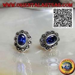 Boucles d'oreilles lobe en argent avec saphir synthétique ovale avec cadre nuage en marcassite