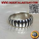 Silver ring, convex band with increasing height with smooth and engraved vertical segments