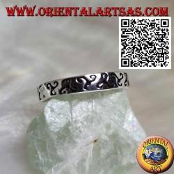 Anello in argento a fedina con triskell triscele inciso