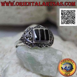 Silver ring with three onyx...
