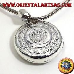 Ciondolo Portafoto tondo cesellato in argento