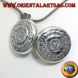 silver pendant, round Frames chiseled