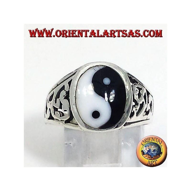 Anello yin yang Tao in argento intagliato