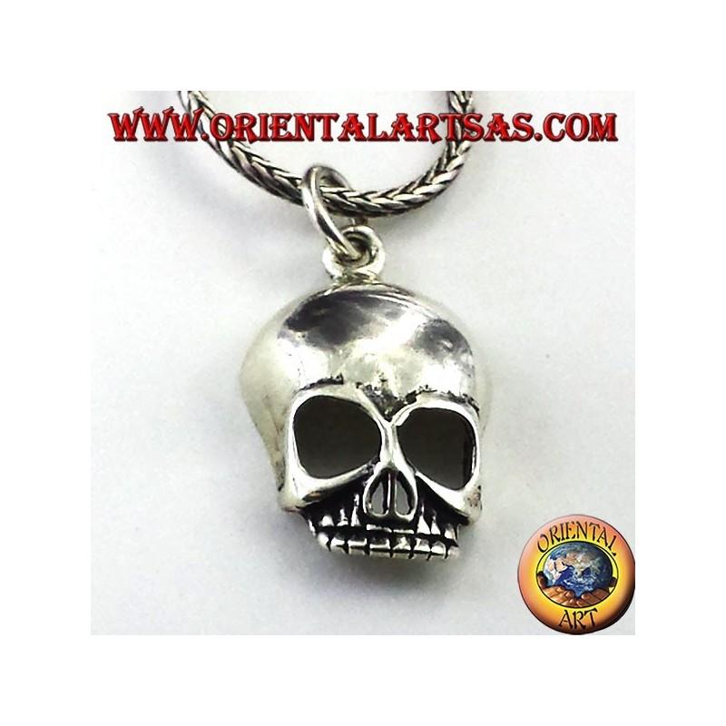 Skull pendant in silver