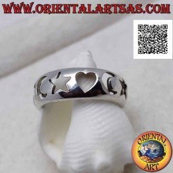 Silver ring with a smooth...