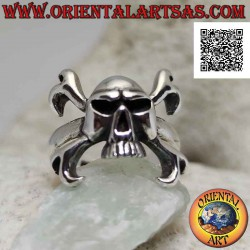 Silver ring with skull...