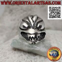 Silver ring, the evil alien...