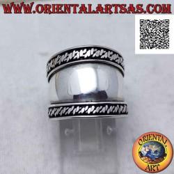 Серебряное кольцо с широкой...