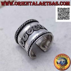 Широкое серебряное кольцо с...