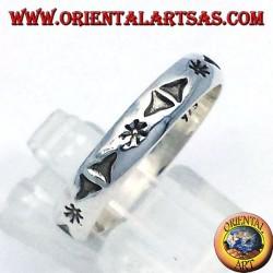 anello in argento, intagliata stella e triangoli