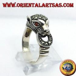 anello Tigre in argento con marcasite e occhi di rubino