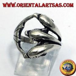 anello in argento, tre delfini