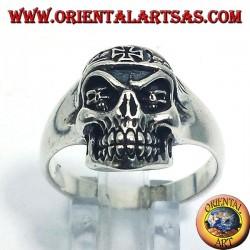anello in argento teschio motociclista con croce di ferro