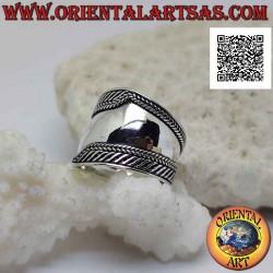 Серебряное кольцо с широким...
