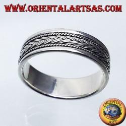anello in argento a fedina, treccia intagliata