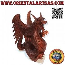 Escultura de dragón alado...
