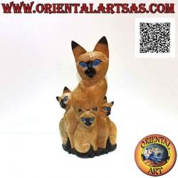 Скульптура кошка-мама и два...