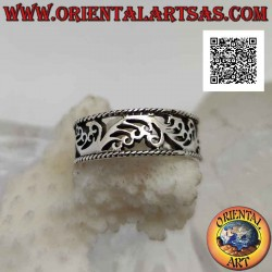 Silver band ring with wavy...