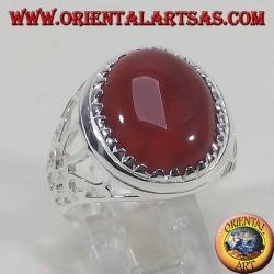 Серебряное кольцо с вырезанными овальным сердоликом
