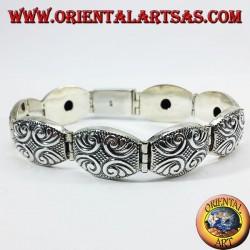 Bracciale in argento semirigido cesellato a mano