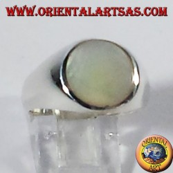 silver ring with mother of pearl round