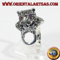 Anello d'argento con marcasite Tigre sul cerchio