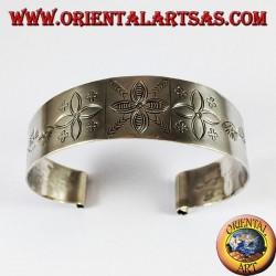 Bracciale d'argento rigido , inciso a mano