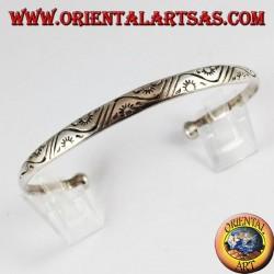 Bracciale in argento rigido con sole marchiato a mano