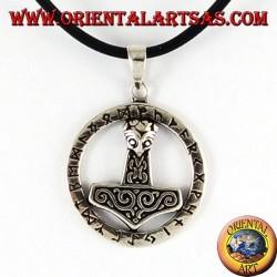 Ciondolo in argento, martello di Thor nel cerchio runico