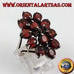 Anello in argento a spoletta , con 13 granati naturali ovali sfaccettati