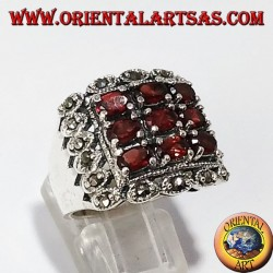 Silver ring with 9 oval and marbled natural garnets