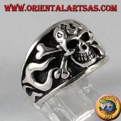 Anello d'argento, teschio pirata