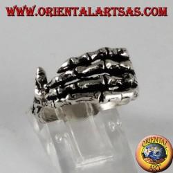 Anello d'argento, mano di scheletro