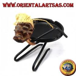 Posacenere sulla schiena tribale in ferro