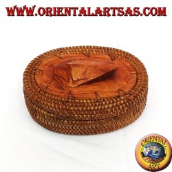 Small oval box in midollin and wood
