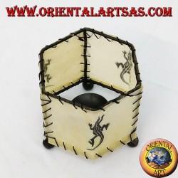 cuir bougeoir, prisme hexagonal avec gecko dessinée