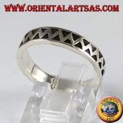 Ring in silver, carved zig zag