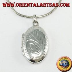 Ciondolo portafoto in argento con decorazioni incise ( ovale